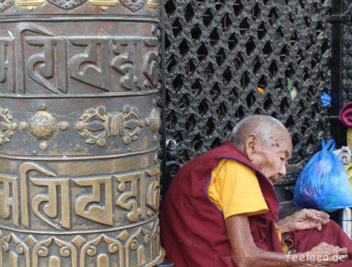 Mönch im buddhistischen Heiligtum Bodnath